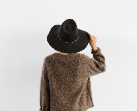kaboompics_A woman in a brown sweater with a black hat on her head