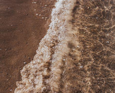kaboompics_Soft wave of the sea on the sandy beach